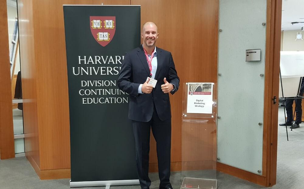 Felix Beilharz besucht Weiterbildung an der Harvard University